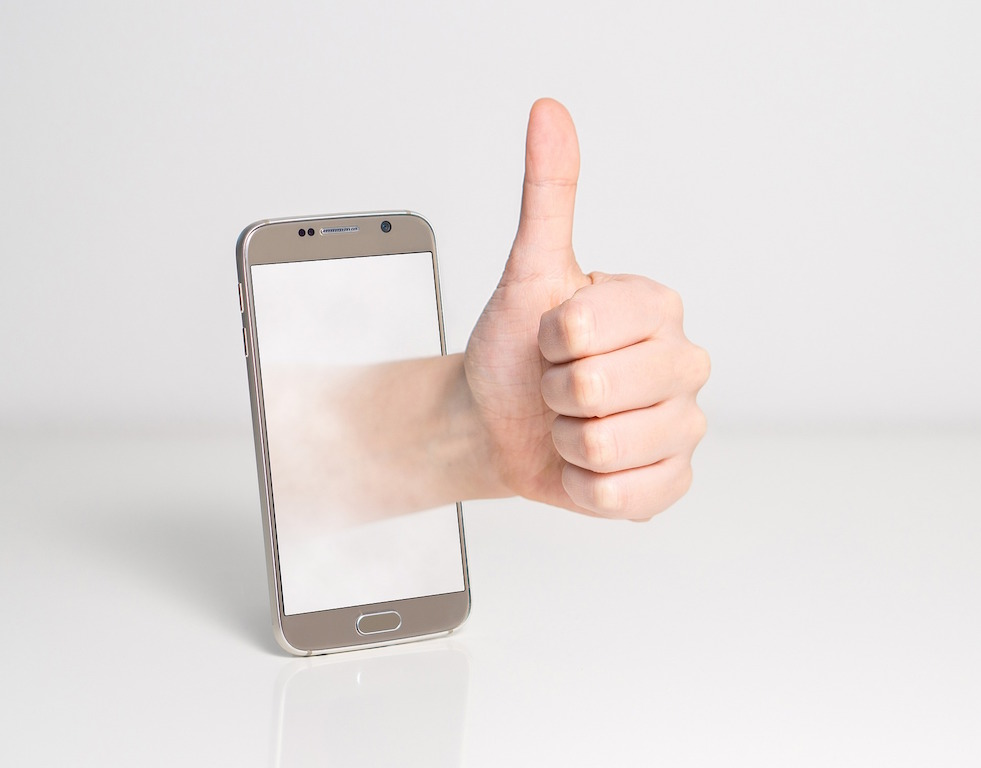 thumbs-up-iphone